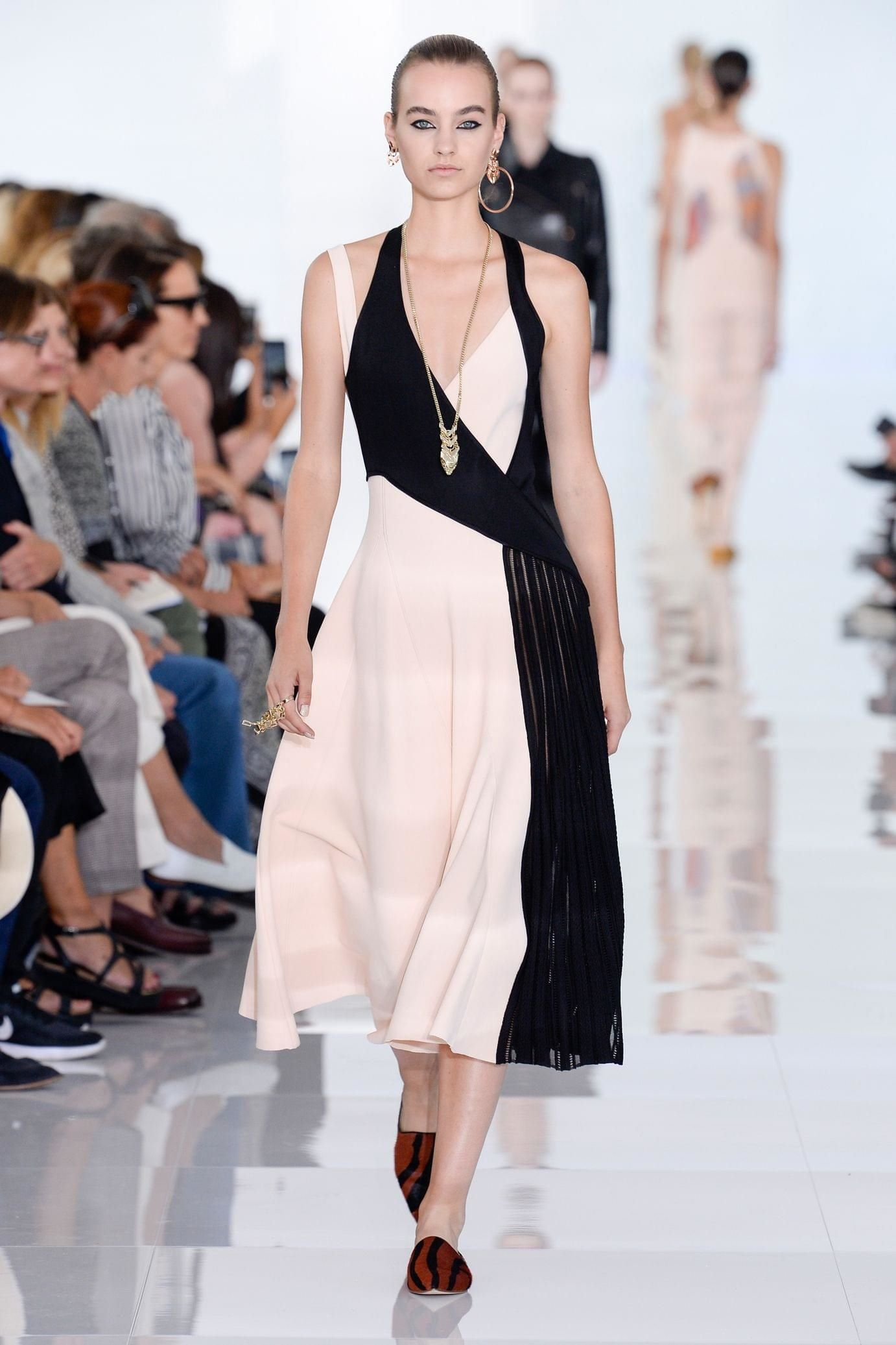Roberto Cavalli весна лето 2018 асимметричное платье