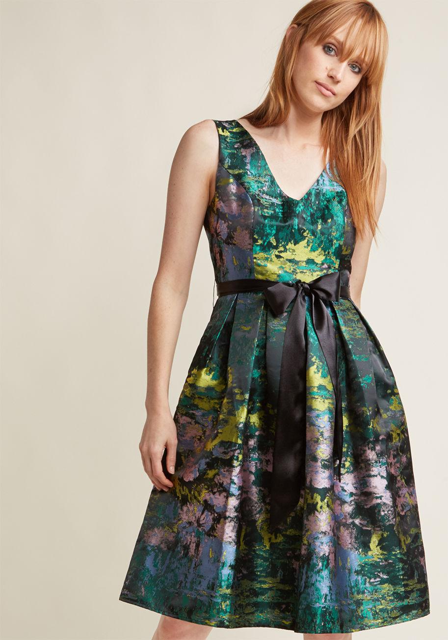Расклешенное платье атласное