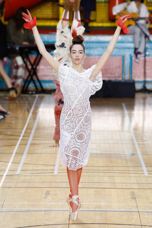 Vivienne Westwood весна лето 2018 ажурное платье