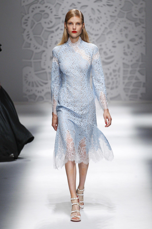 Blumarine весна лето 2018 ажурное платье