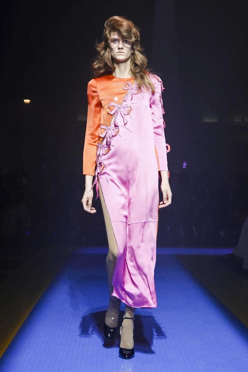 Gucci весна лето 2018 платье с бантиками