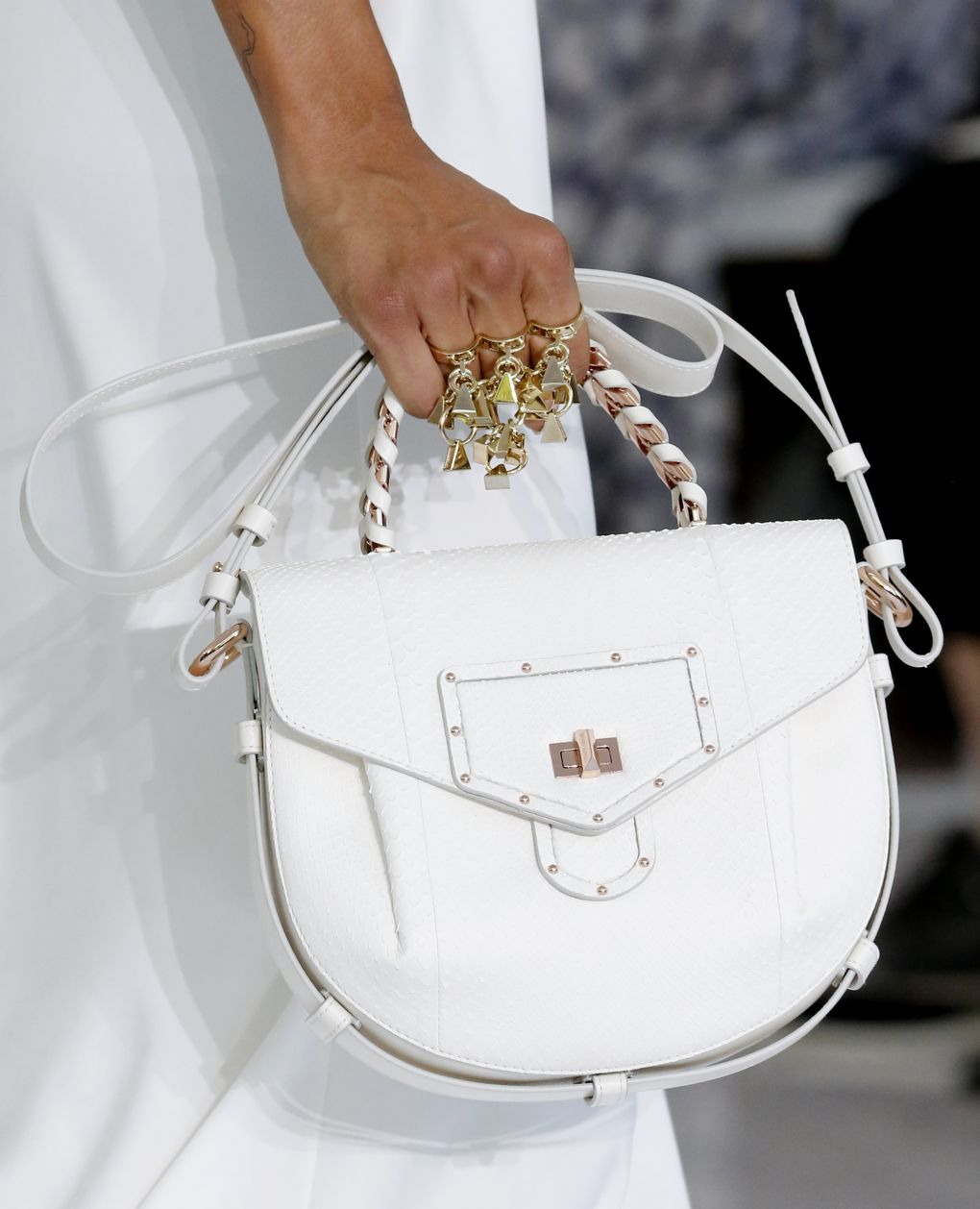 Roberto Cavalli весна лето 2018 белая сумка