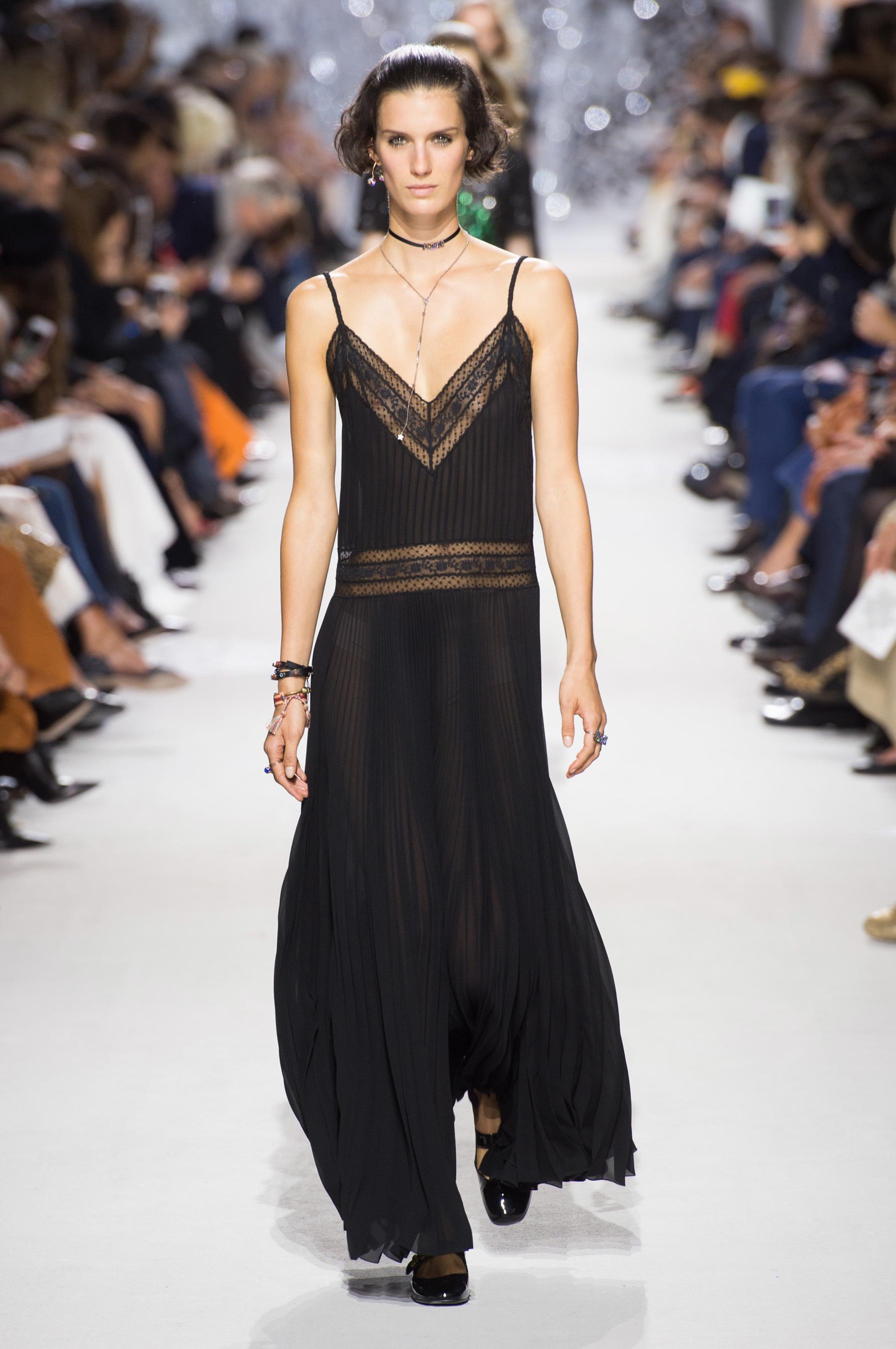 Christian Dior весна лето 2018 платье в бельевом стиле