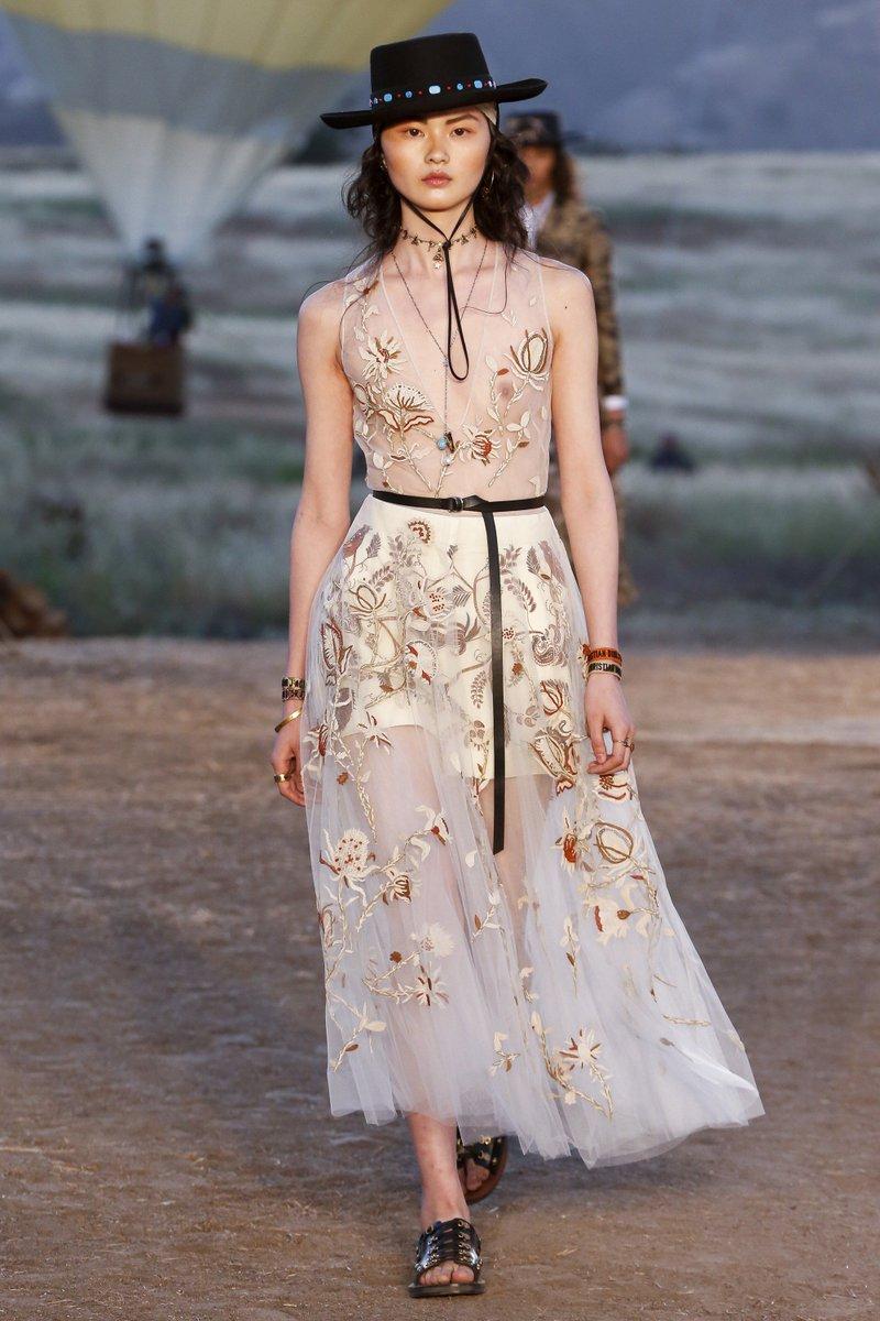 Платье с фатином белое