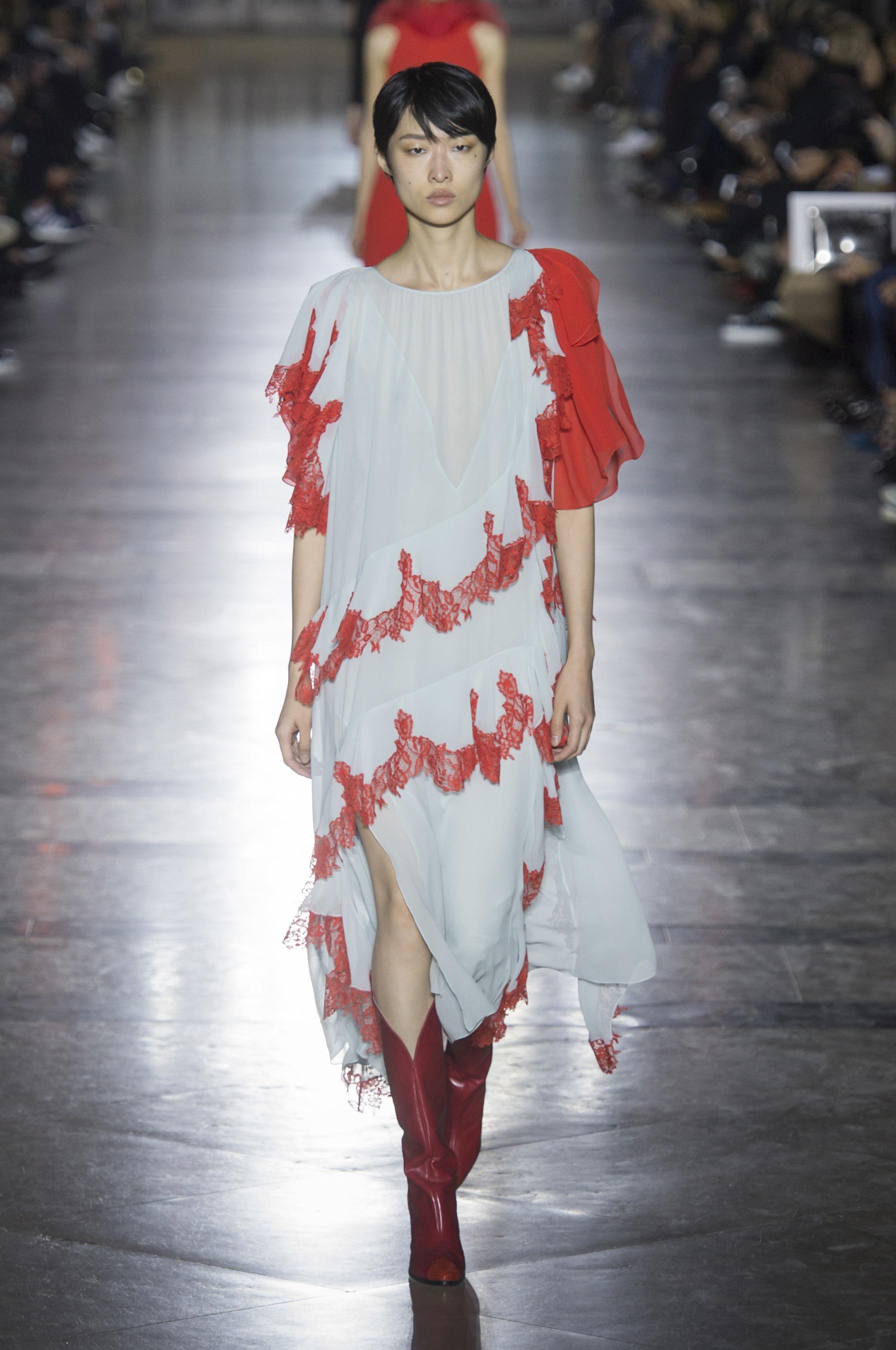 Givenchy весна лето 2018 белое платье