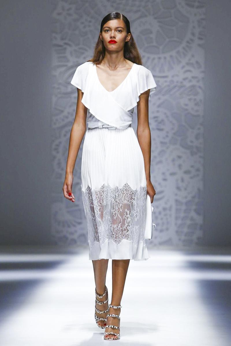 Blumarine весна лето 2018 белое платье