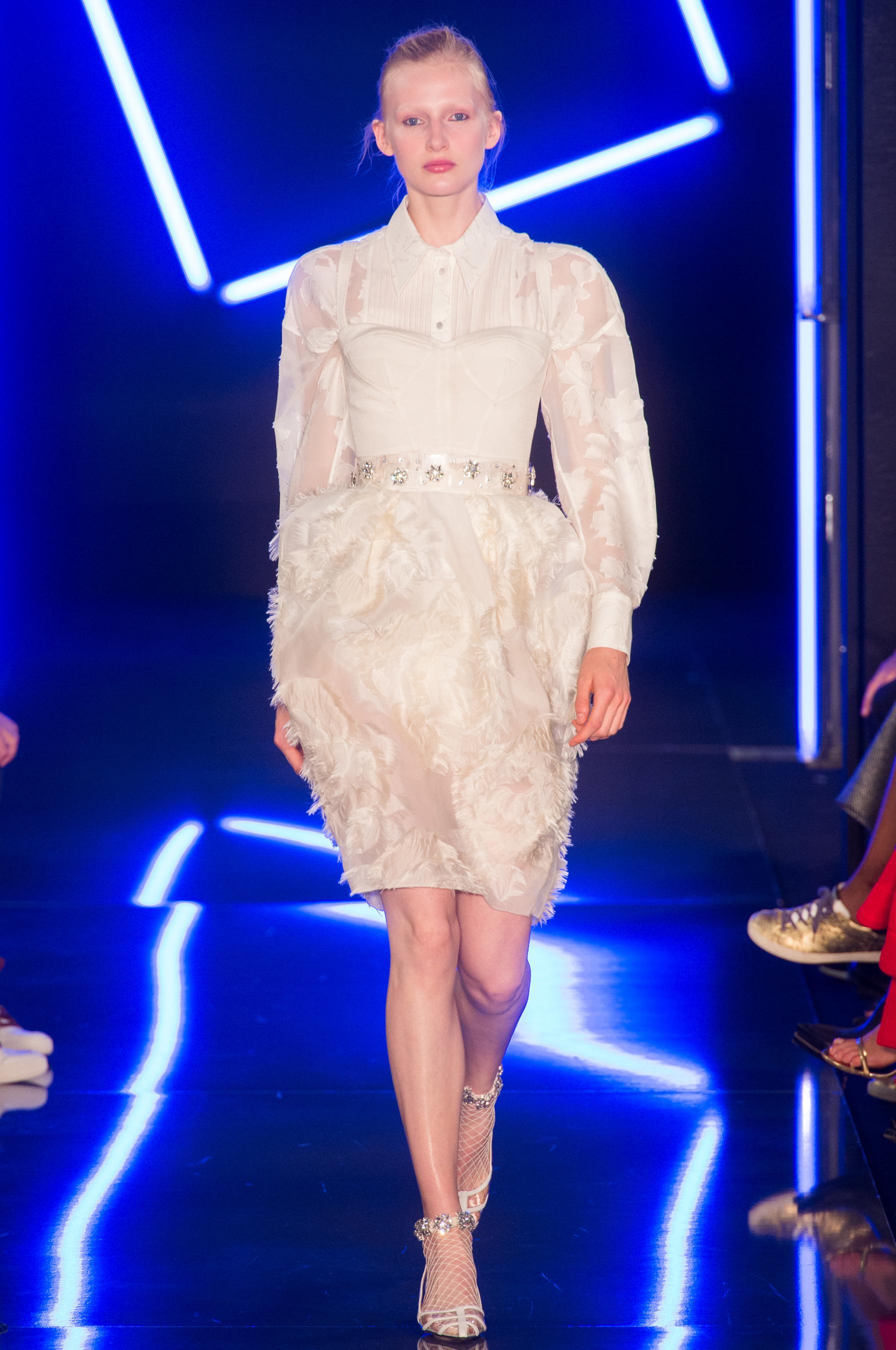 Emanuel Ungaro весна лето 2018 белое платье