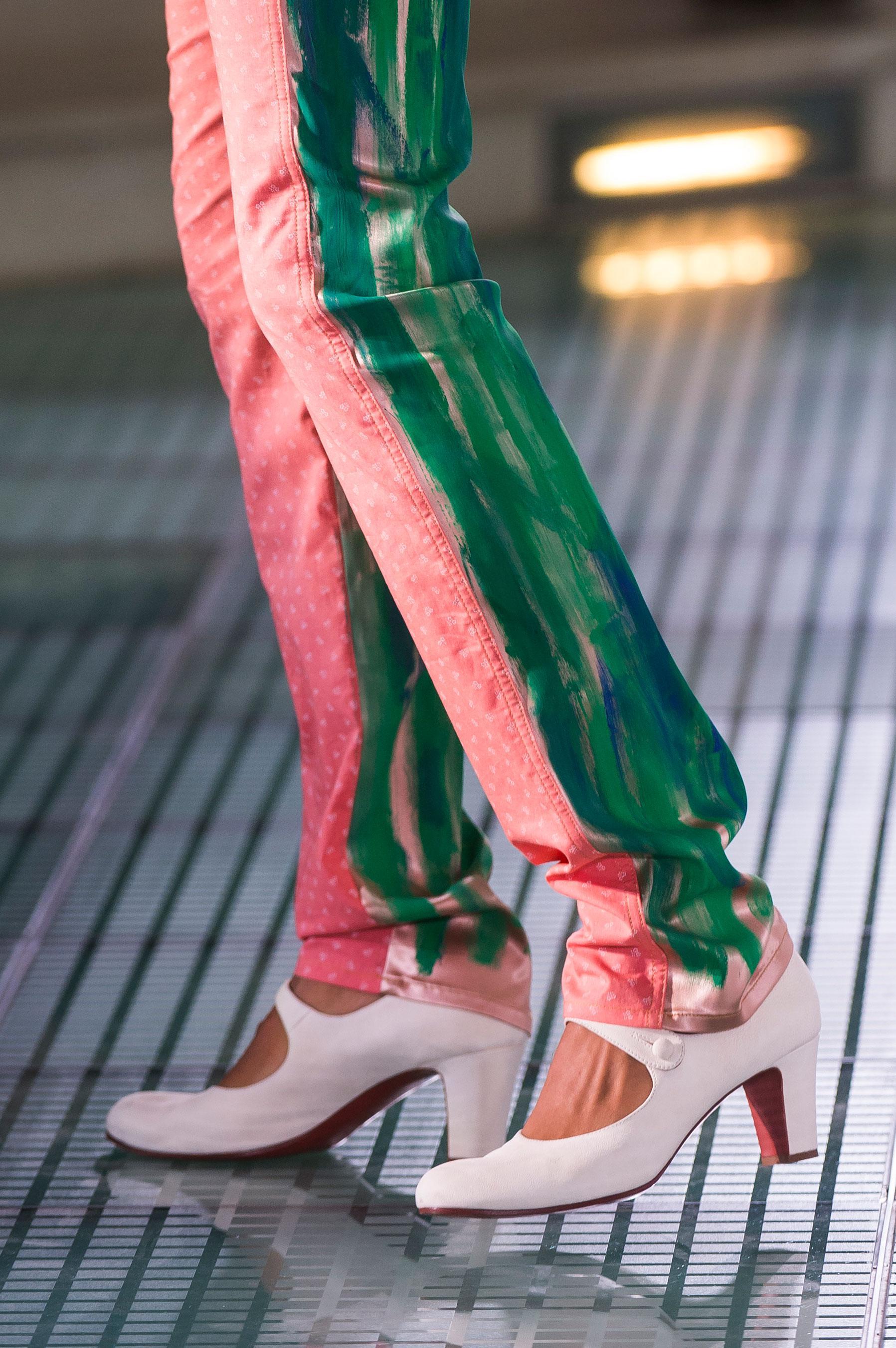 Vivienne Westwood весна лето 2018 белые туфли
