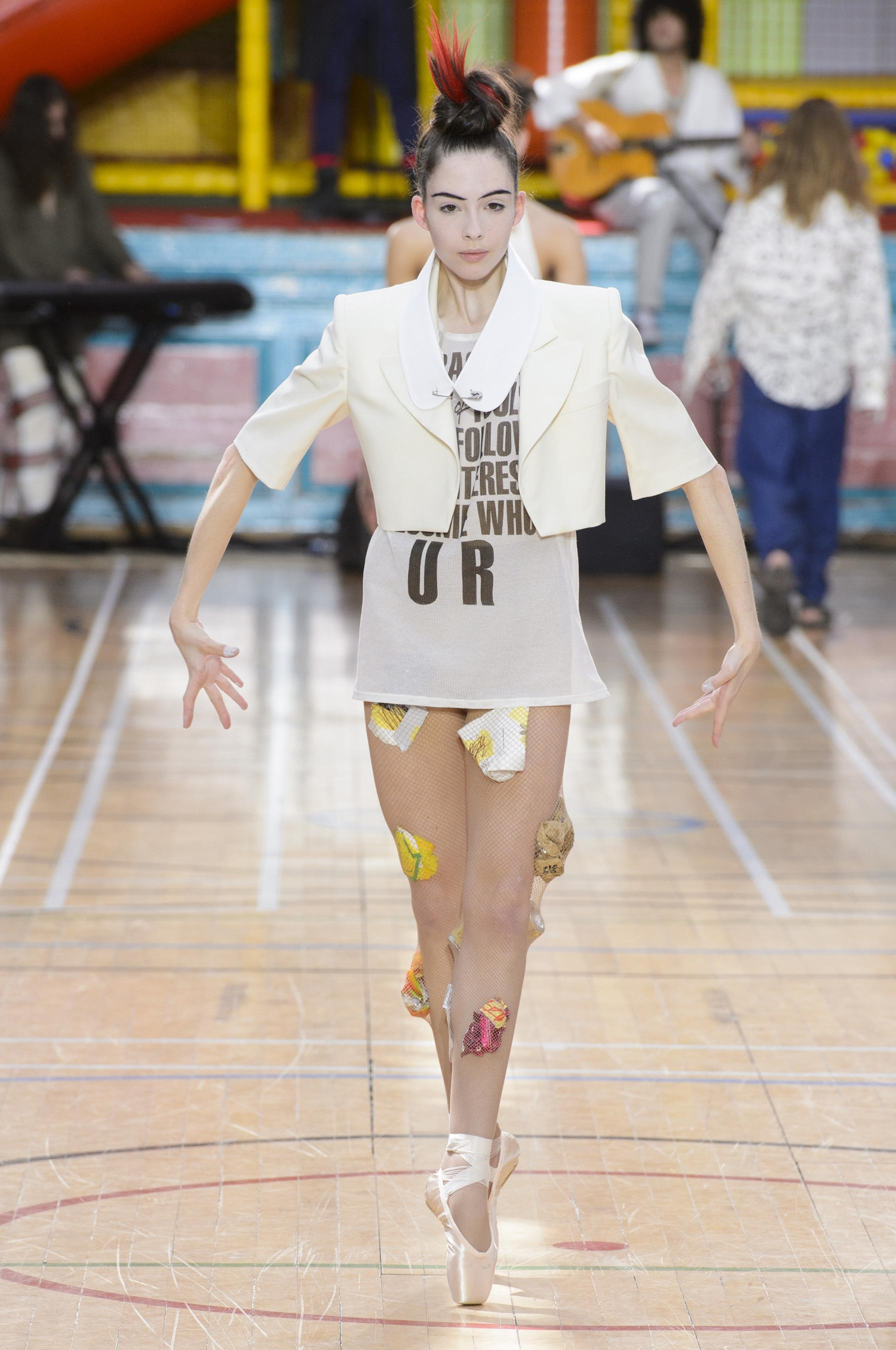 Vivienne Westwood весна лето 2018 белый пиджак