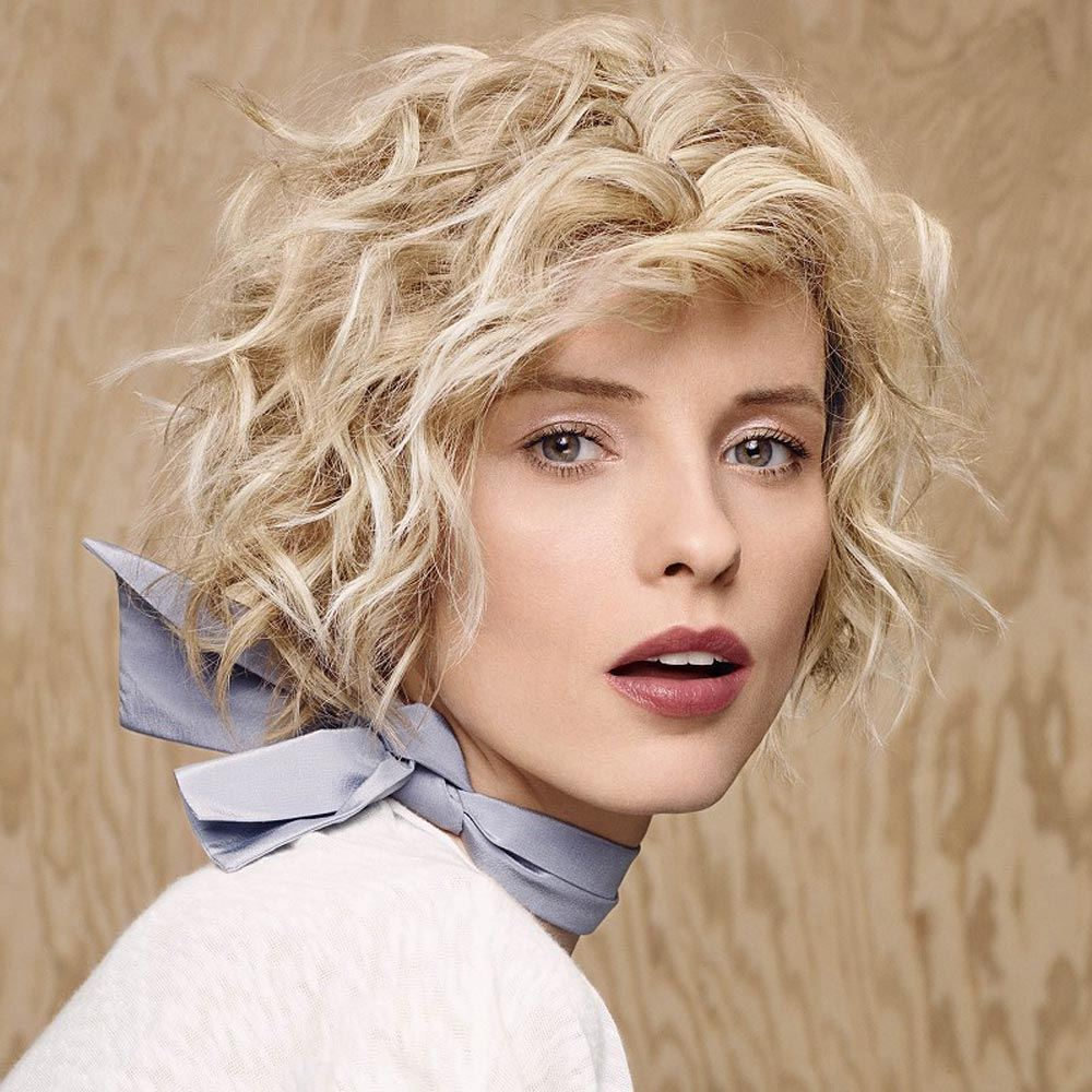 Короткая стрижка 2018 на вьющиеся волосы блондинки