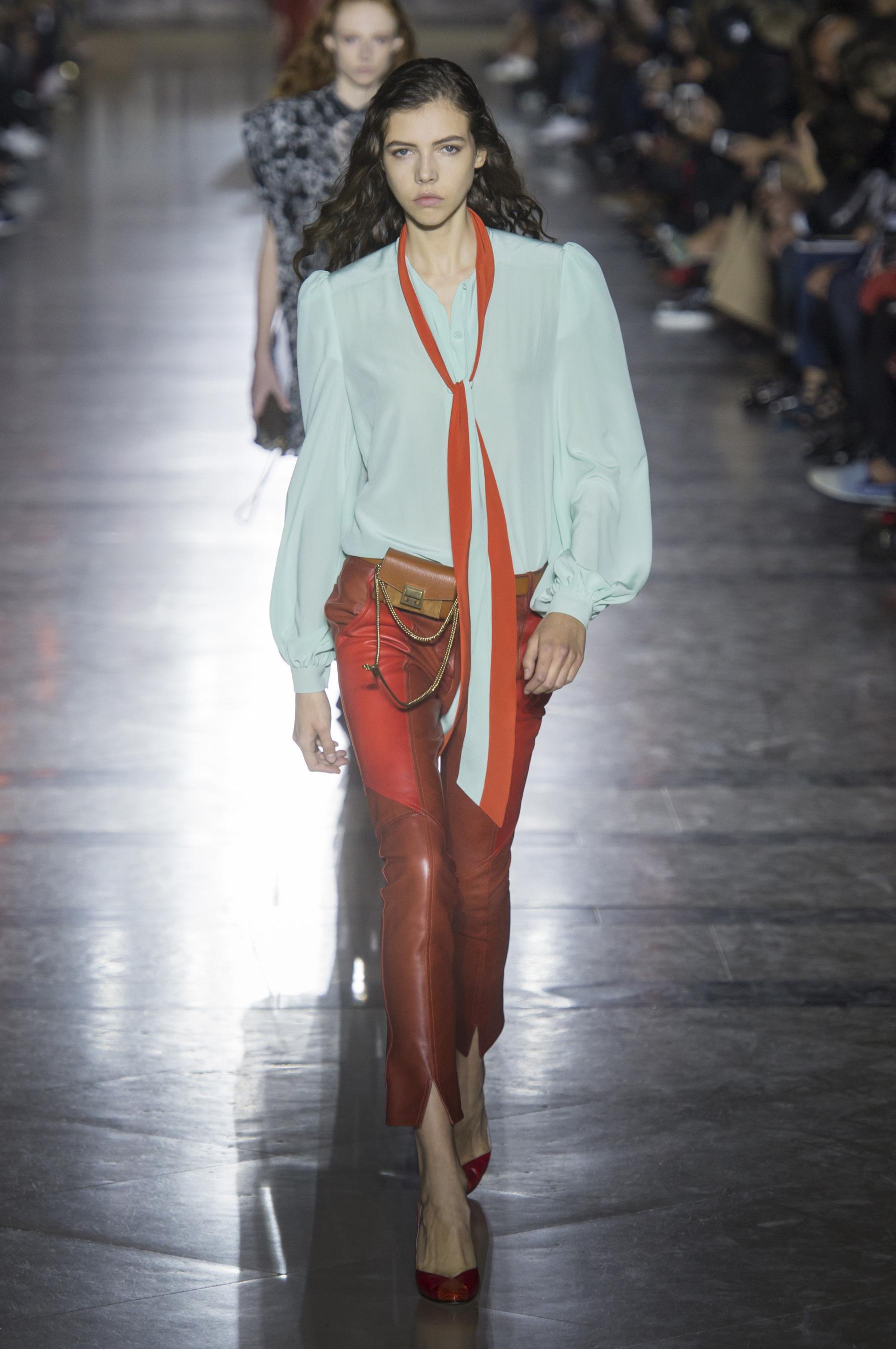Givenchy весна лето 2018 блузка
