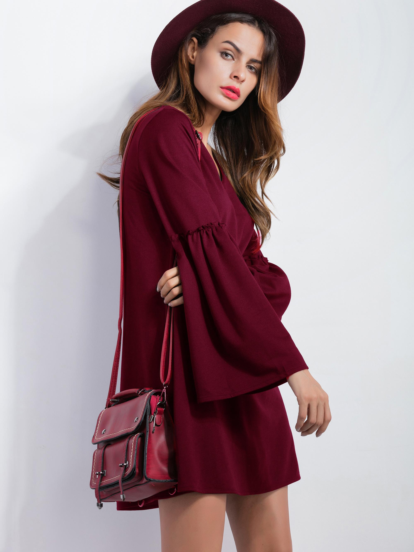 Расклешенное платье бордовое