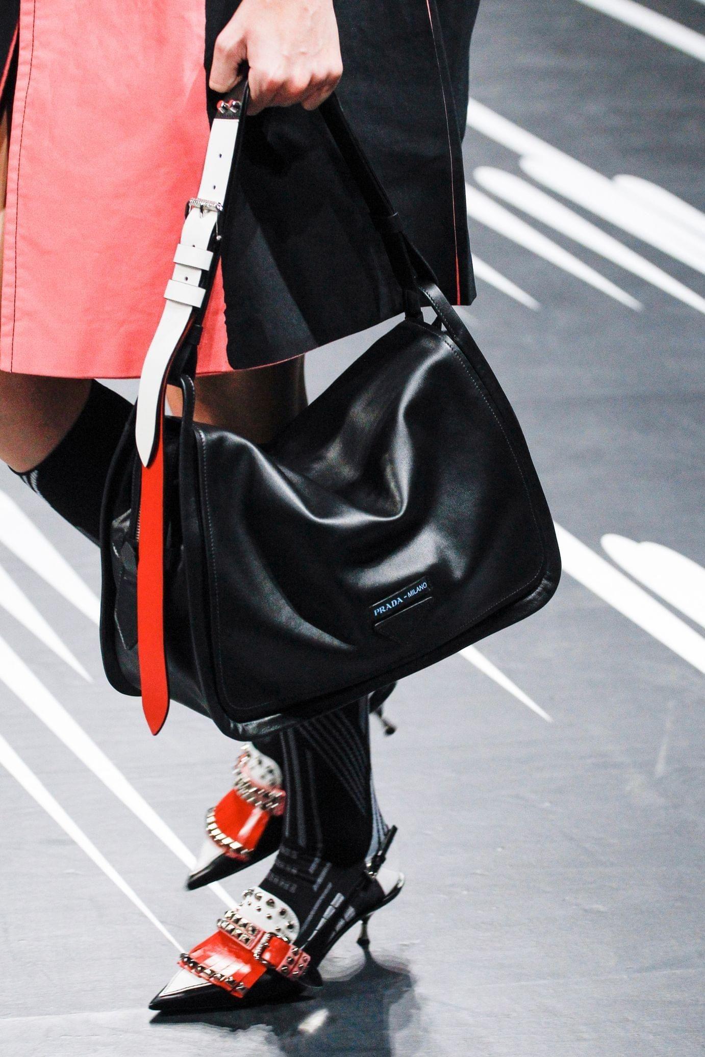 Prada весна лето 2018 черная сумка