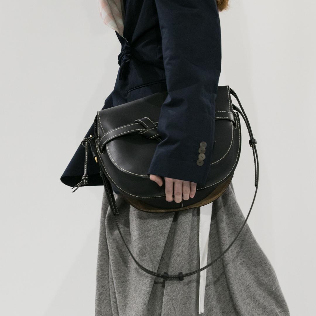 Кожаная сумка женская черная через плечо