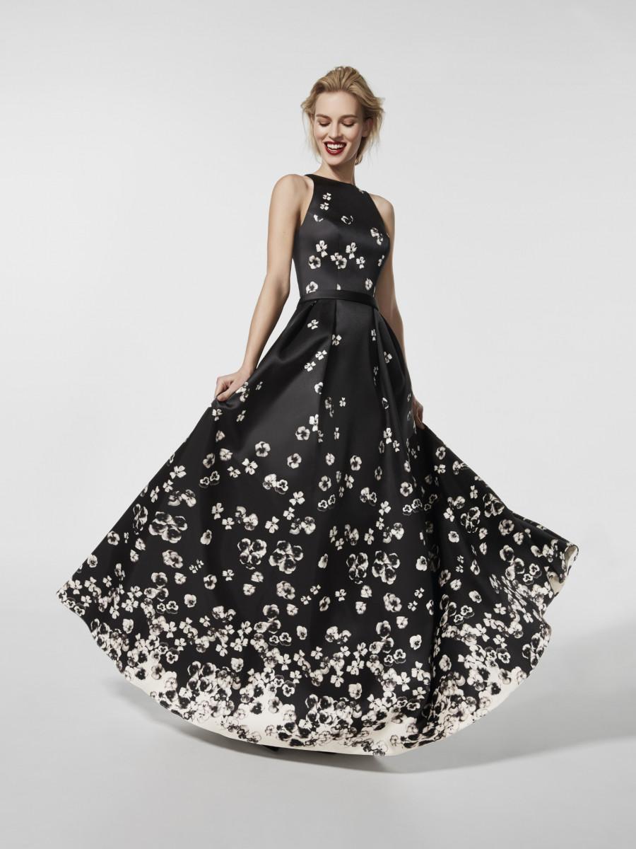 Расклешенное платье черно-белое