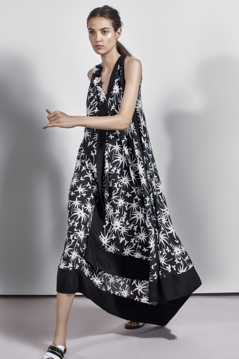 Платье трапеция черно белое