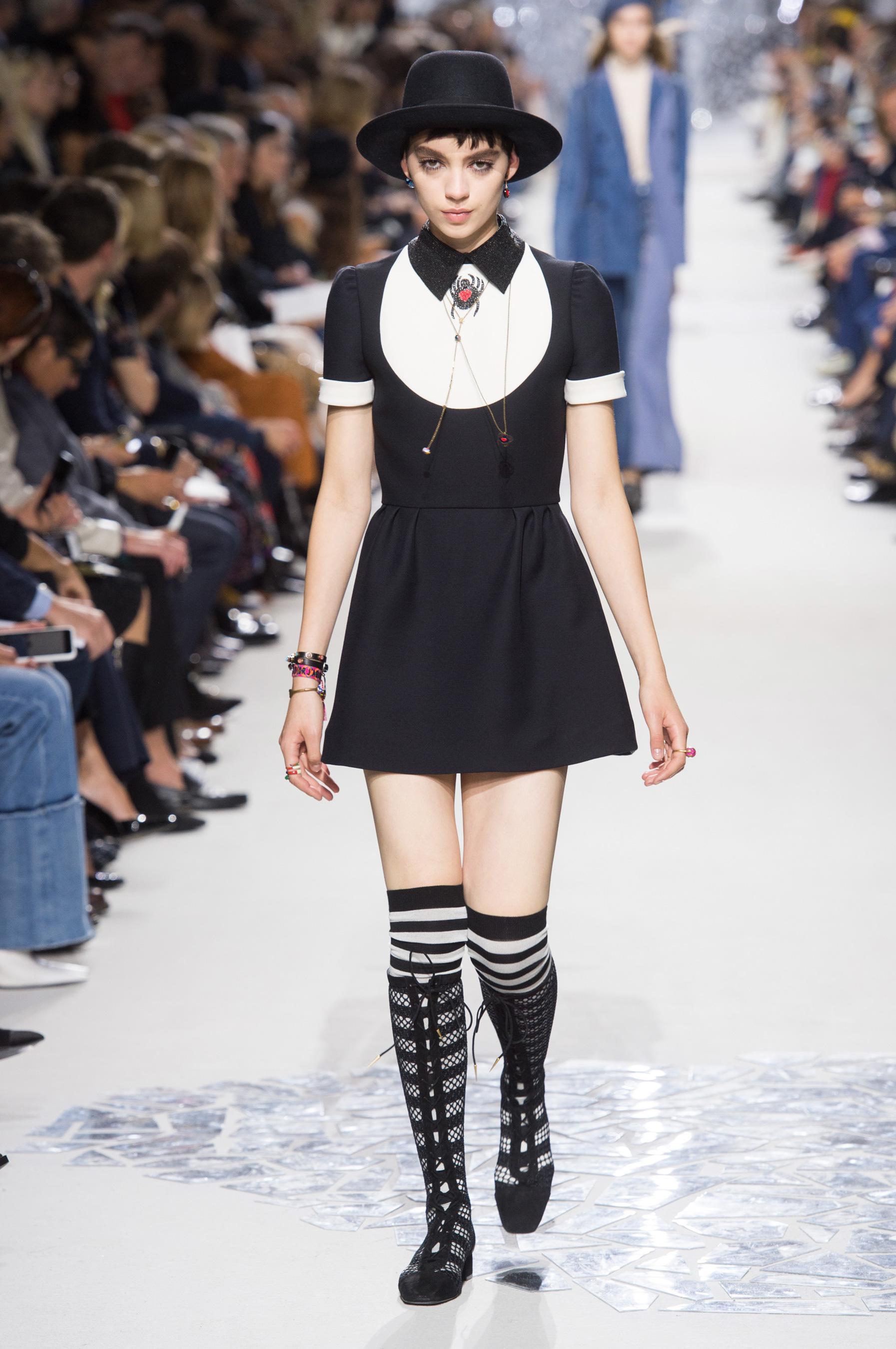 Christian Dior весна лето 2018 черно-белое платье