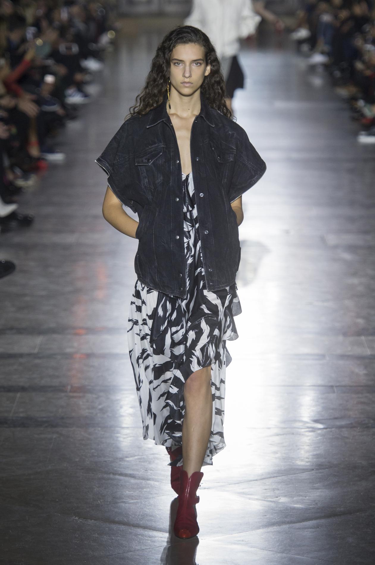 Givenchy весна лето 2018 черно-белое платье