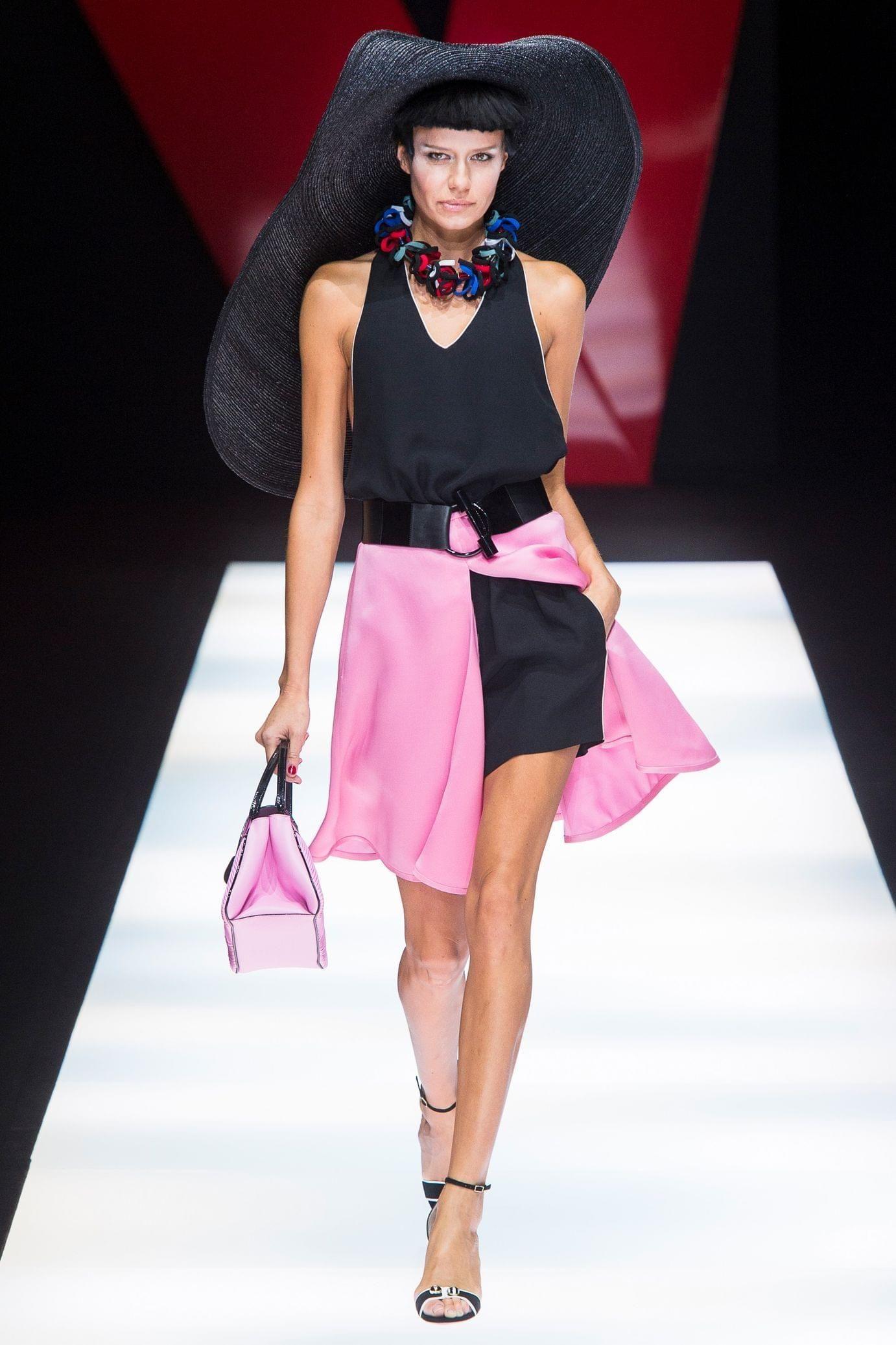Giorgio Armani весна лето 2018 черно-розовое платье