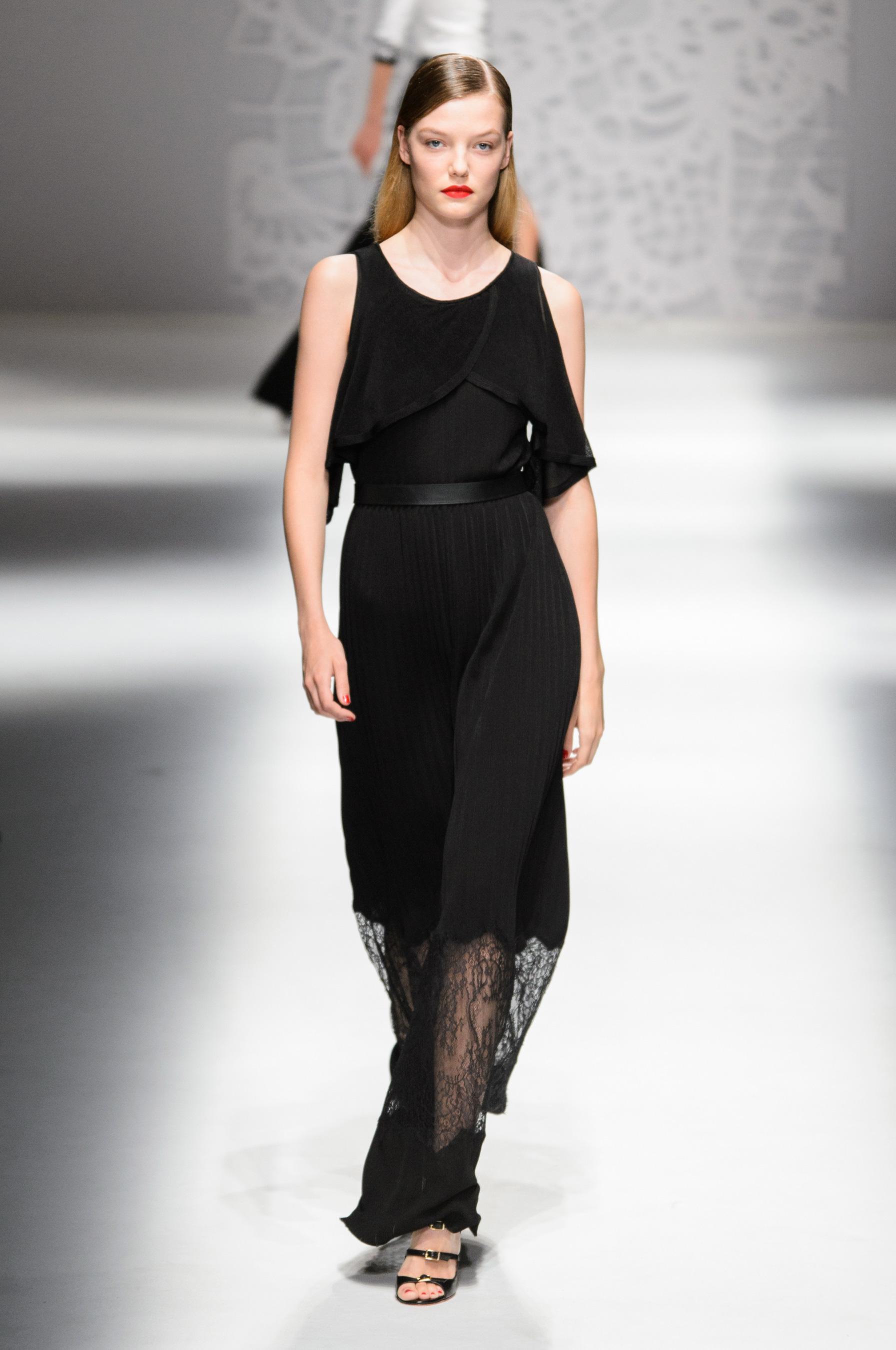 Blumarine весна лето 2018 черное платье