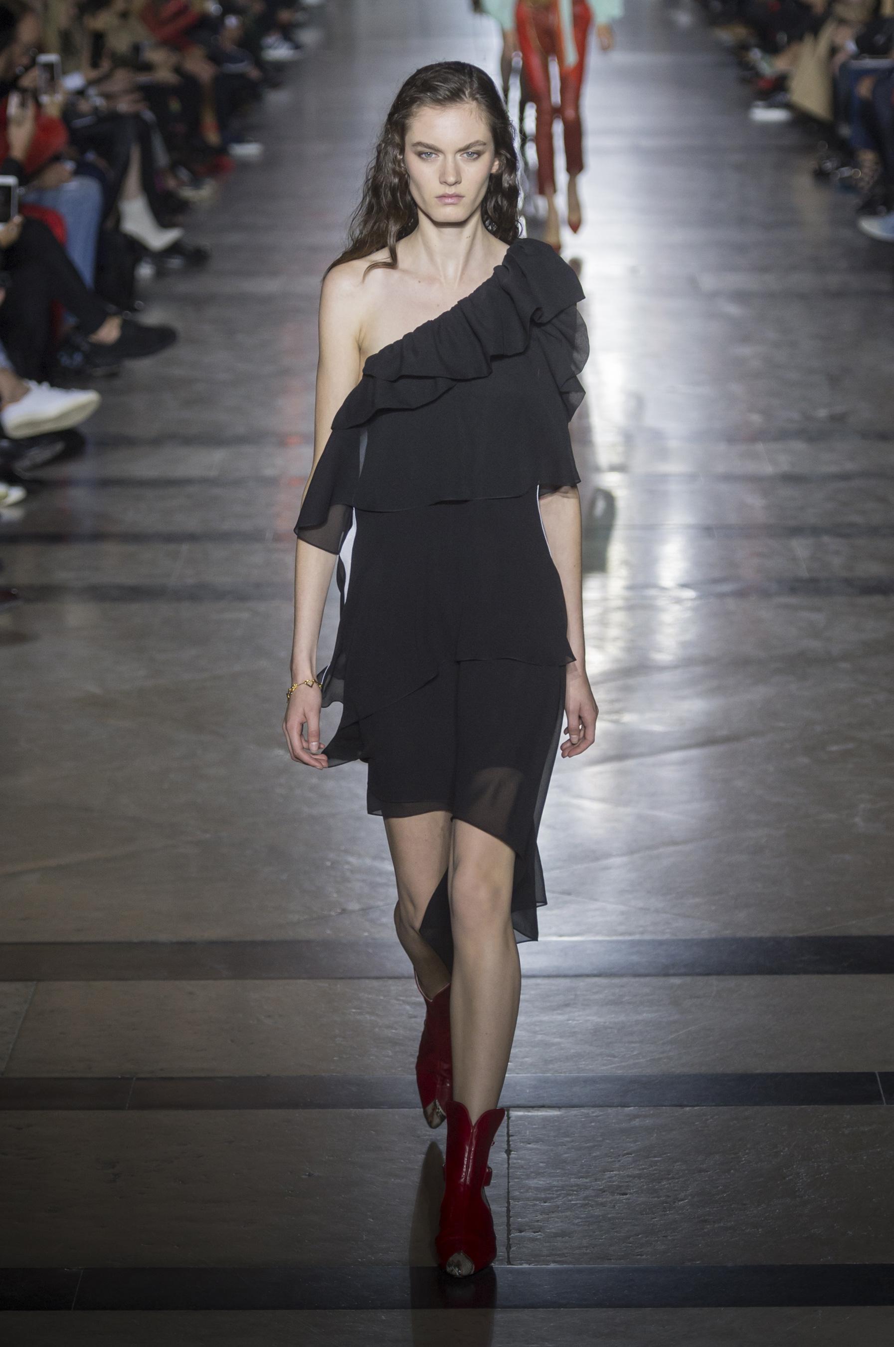 Givenchy весна лето 2018 черное платье