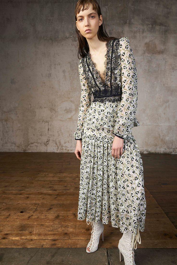 Платье бохо с декольте