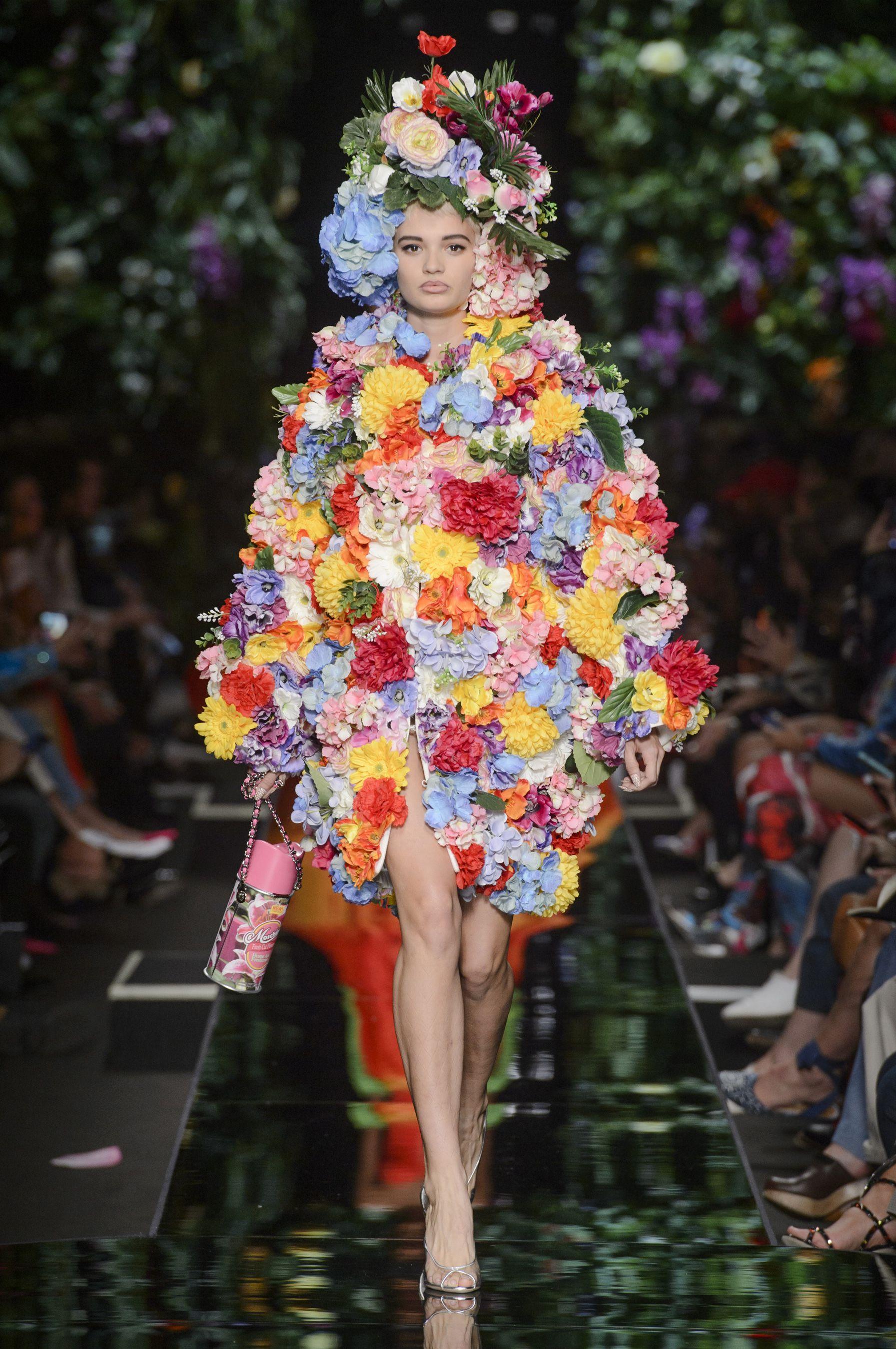 Moschino весна лето 2018 платье с декором