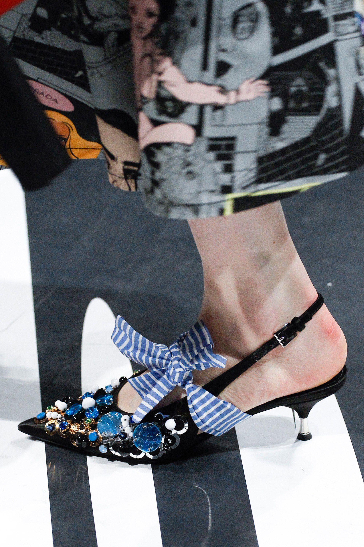 Prada весна лето 2018 туфли с декором