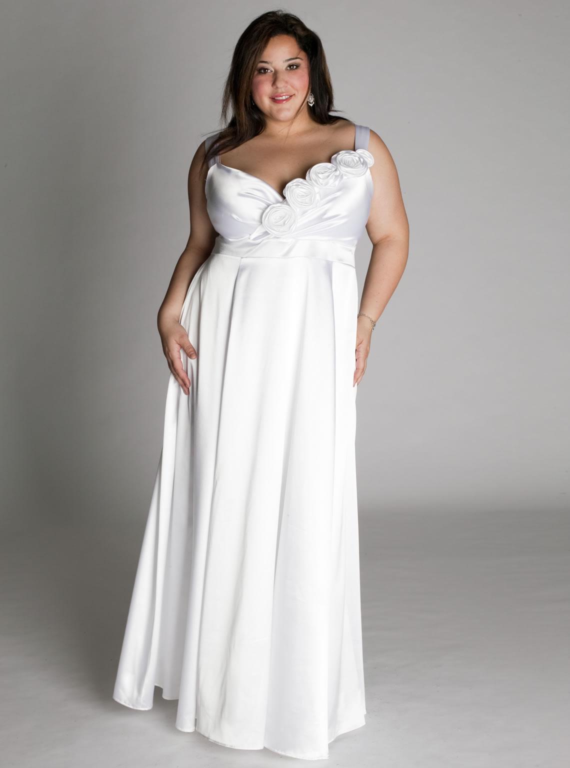 Свадебное платье для полных с декором на лифе