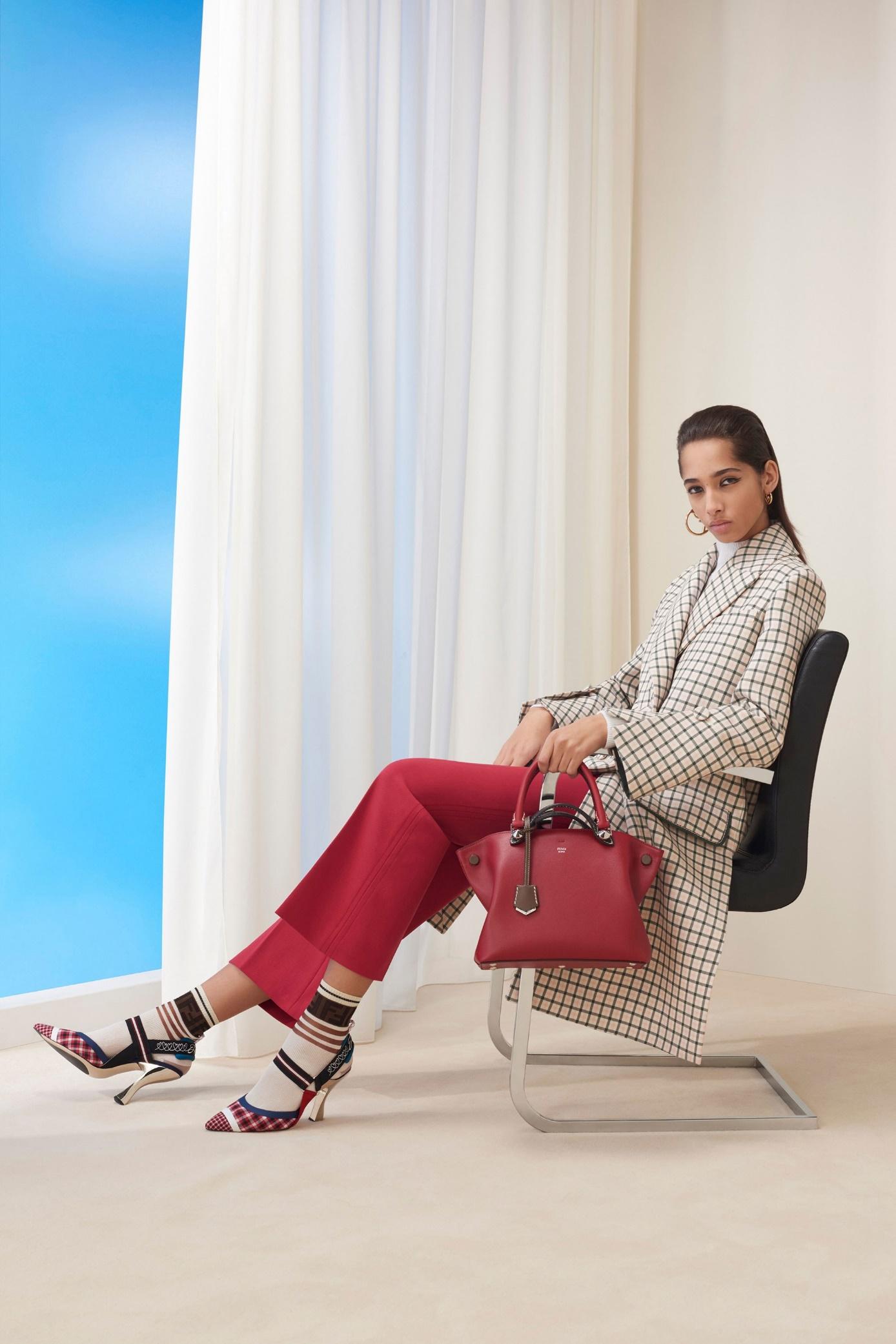 Кожаная сумка женская деловая красная
