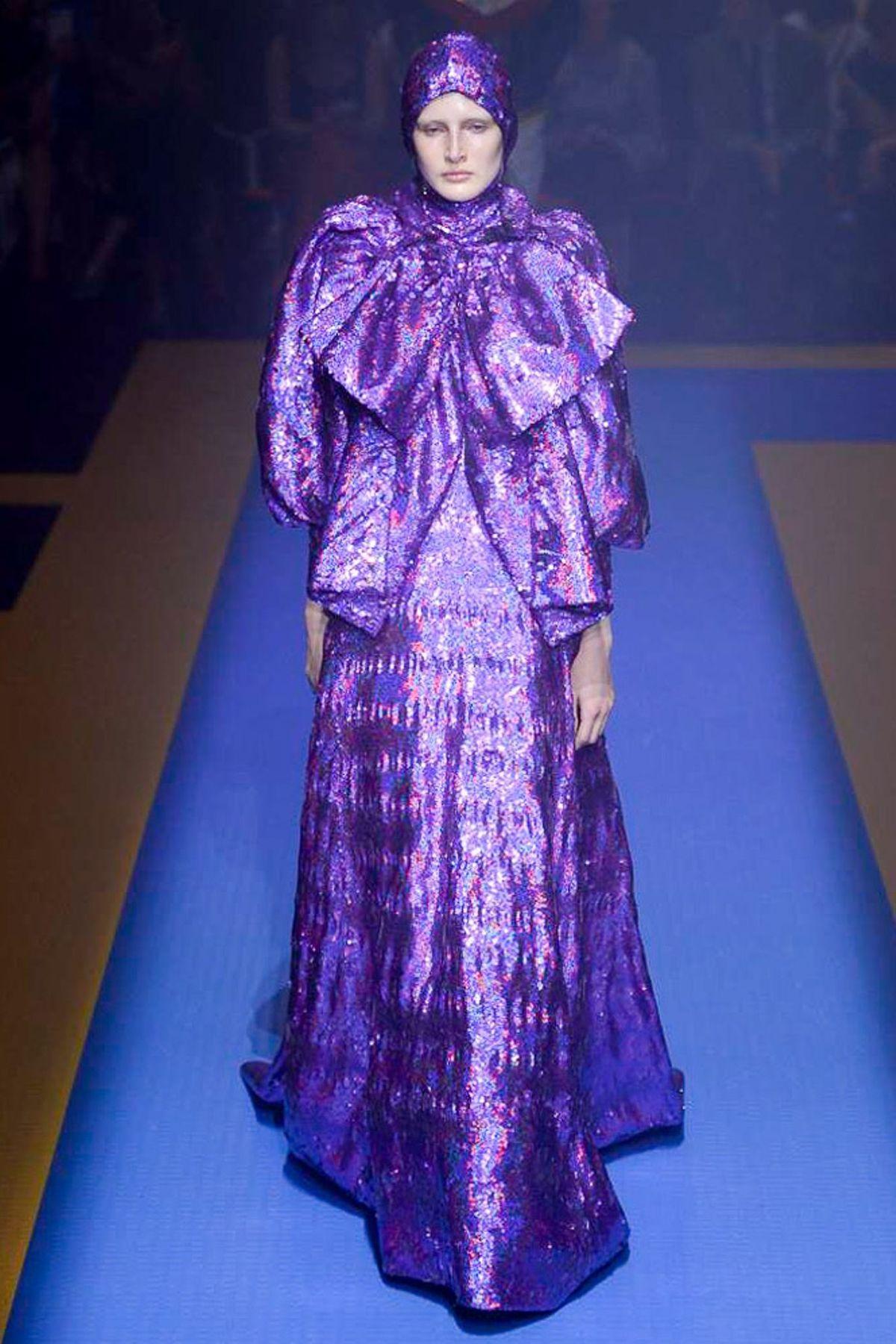 Gucci весна лето 2018 длинное платье
