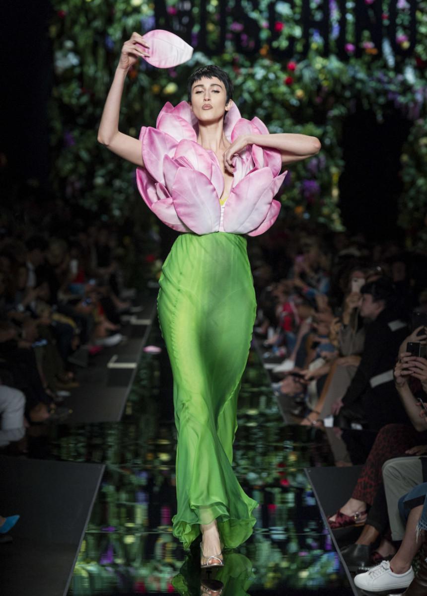 Moschino весна лето 2018 длинное платье