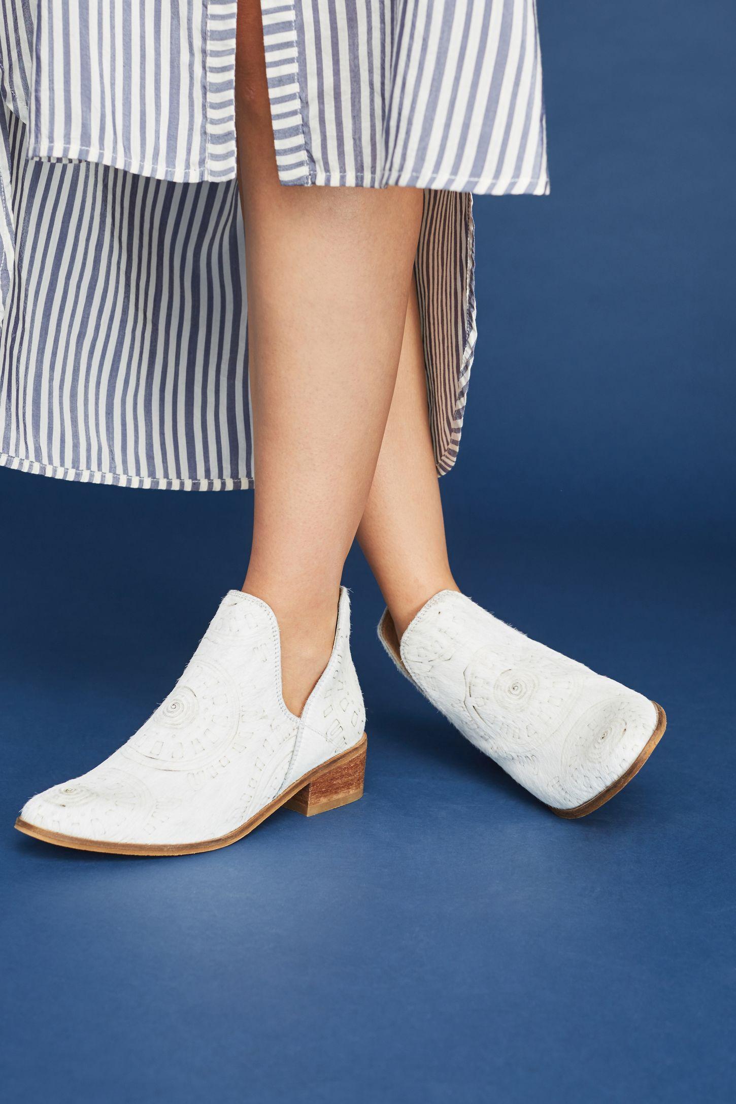 Белые ботинки этнические