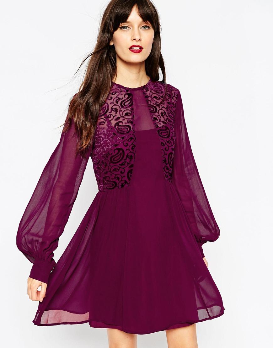 Расклешенное платье фиолетовое