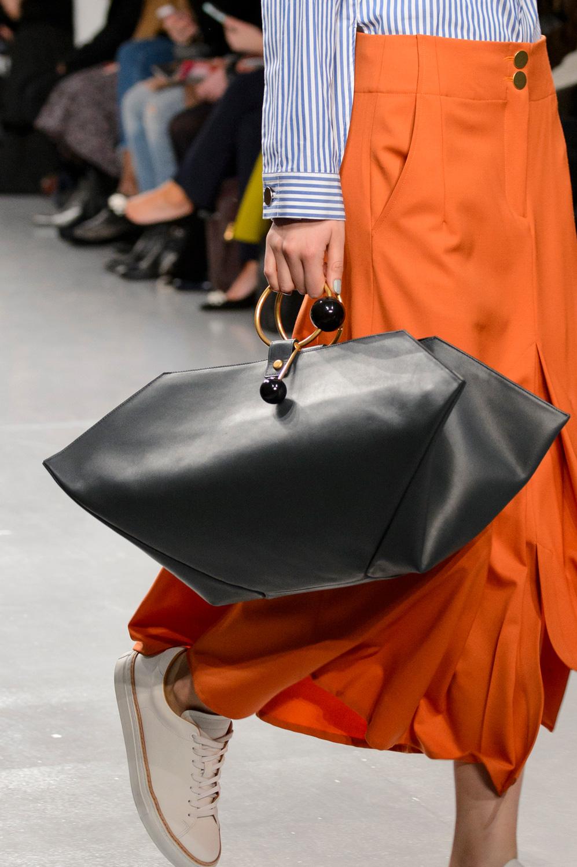 Кожаная сумка женская необычной формы