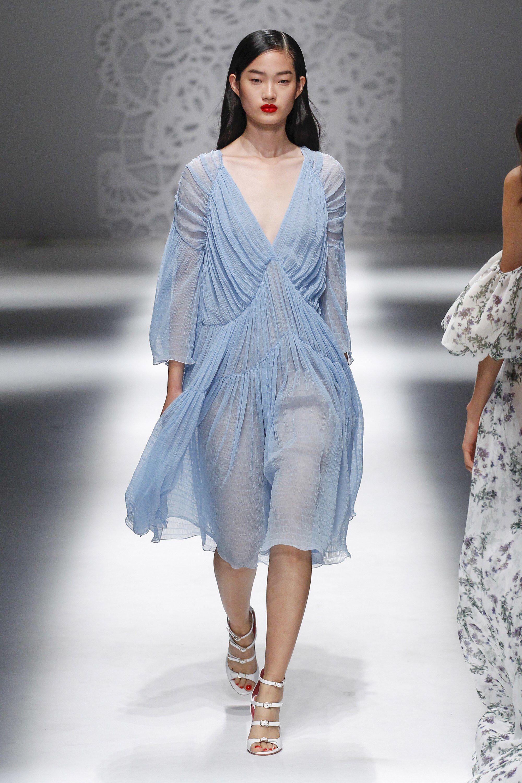 Blumarine весна лето 2018 платье голубое