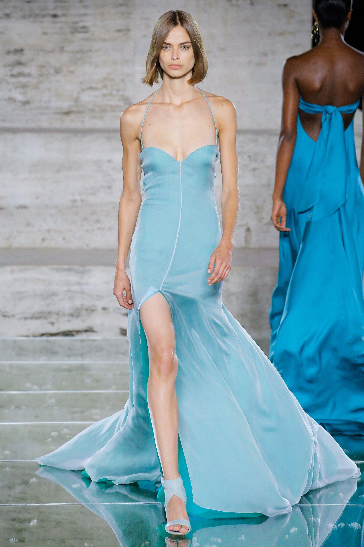 Salvatore Ferragamo весна лето 2018 голубое платье