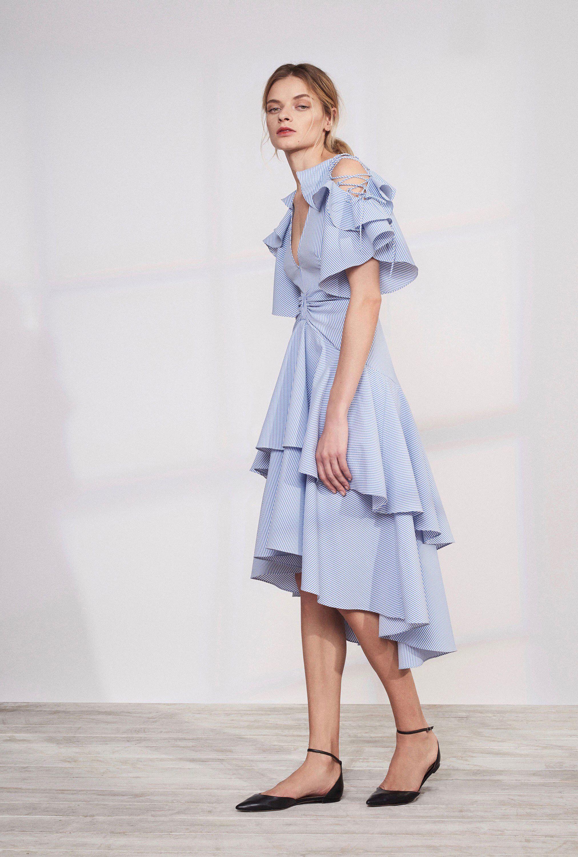 Расклешенное платье голубое