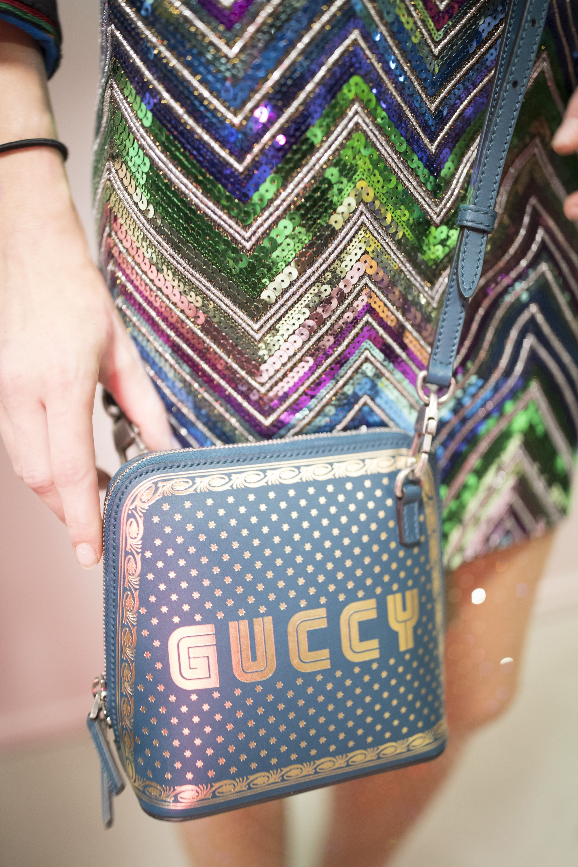 Gucci весна лето 2018 голубой клатч
