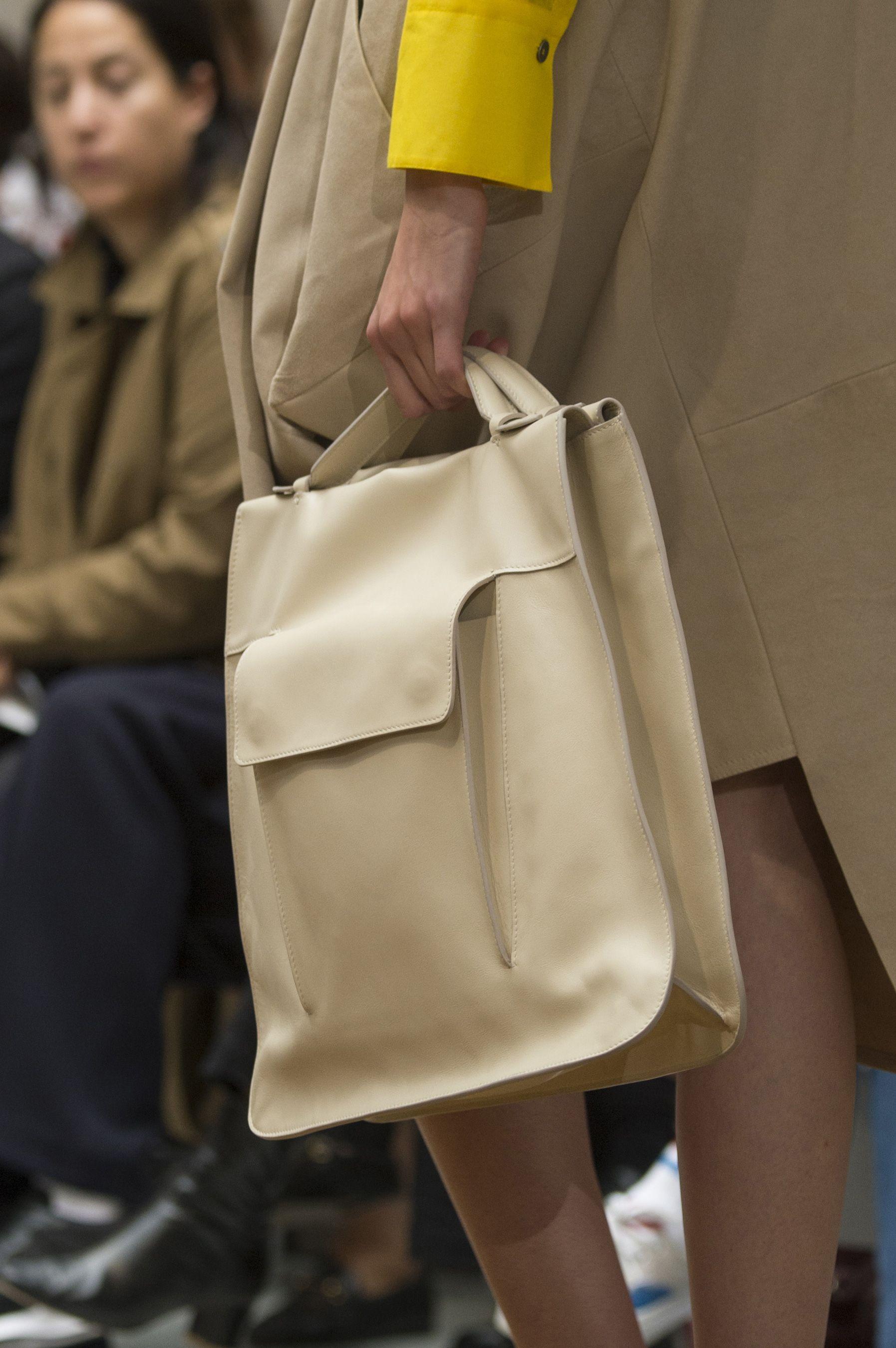 Кожаная сумка женская с карманами