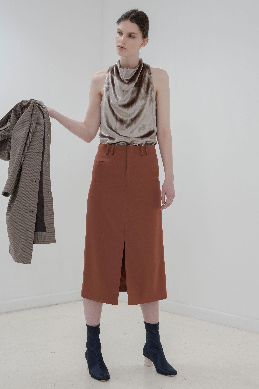 Бежевая юбка с коричневым