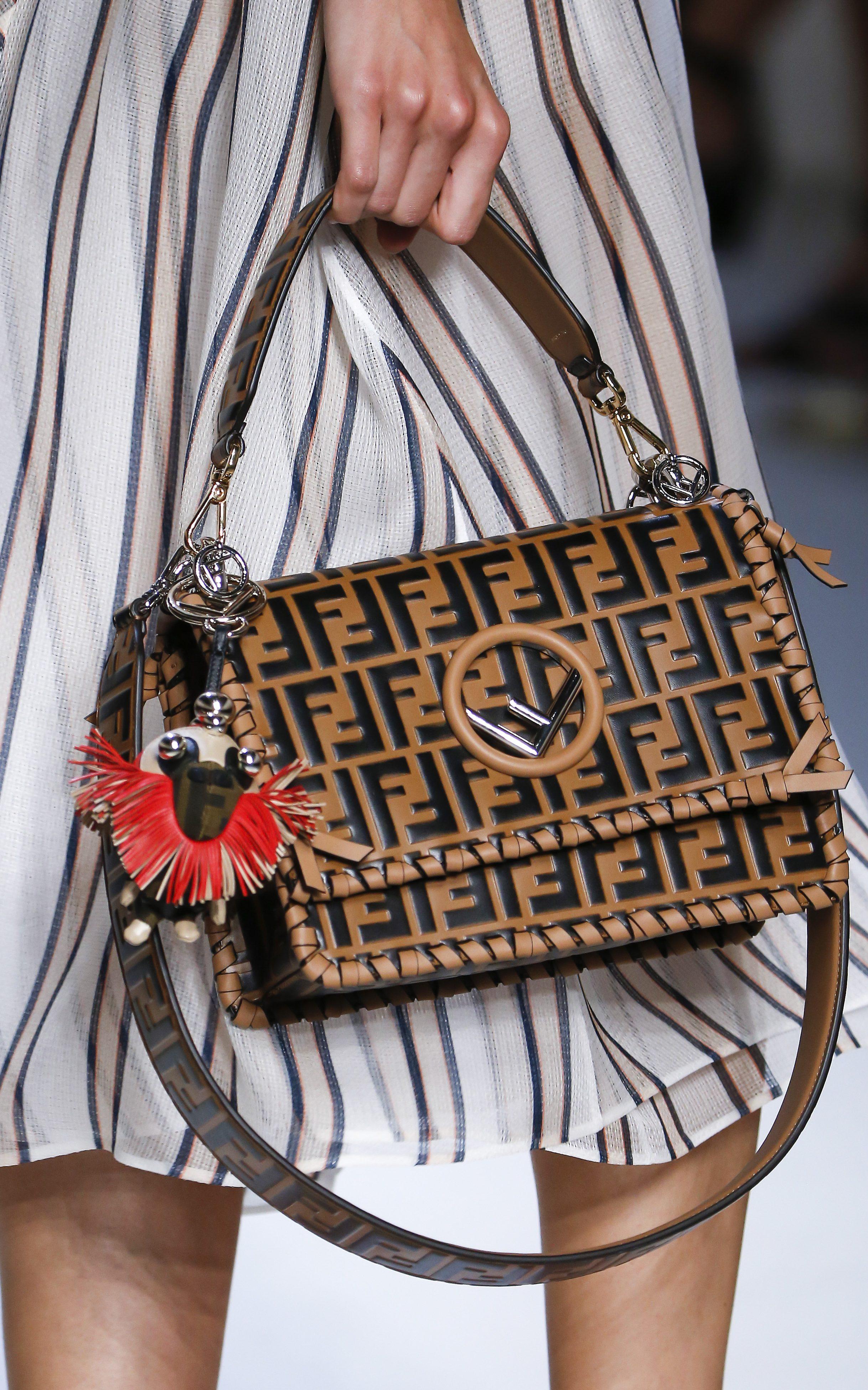 Fendi весна лето 2018 коричневая сумка