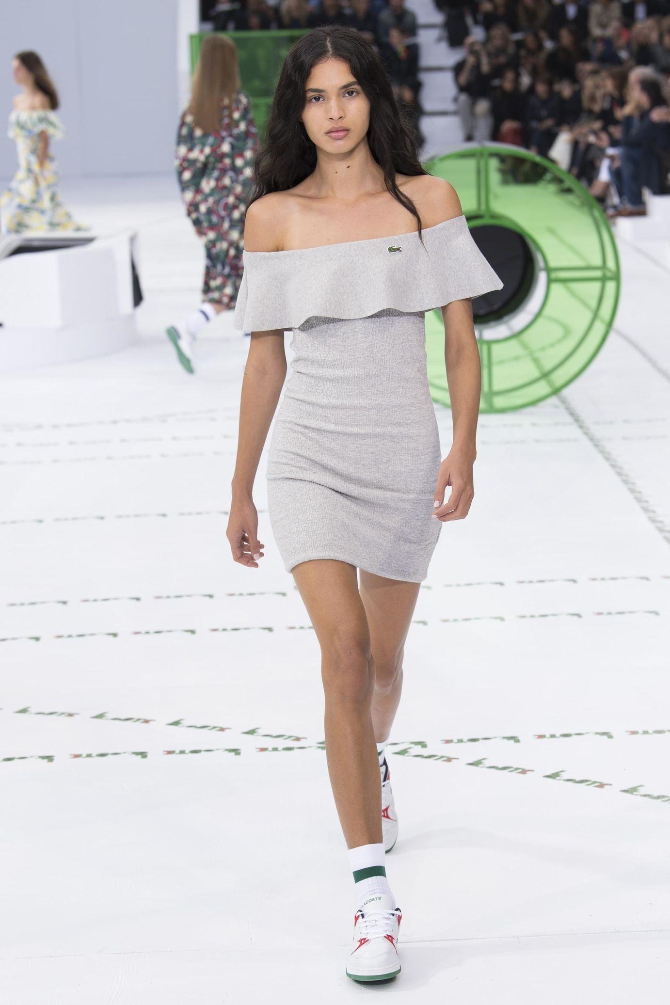 Lacoste весна лето 2018 короткое платье
