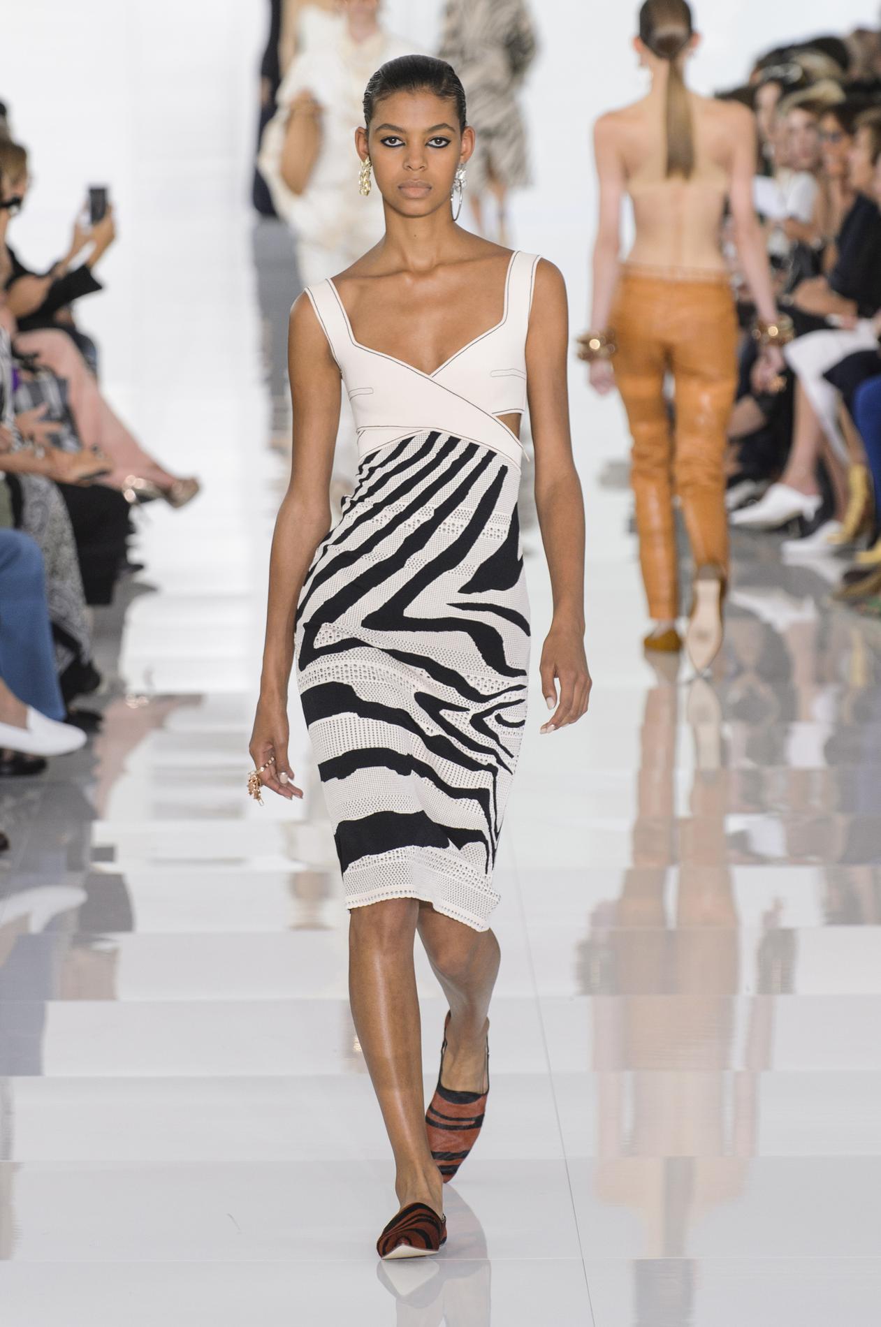 Roberto Cavalli весна лето 2018 короткое платье