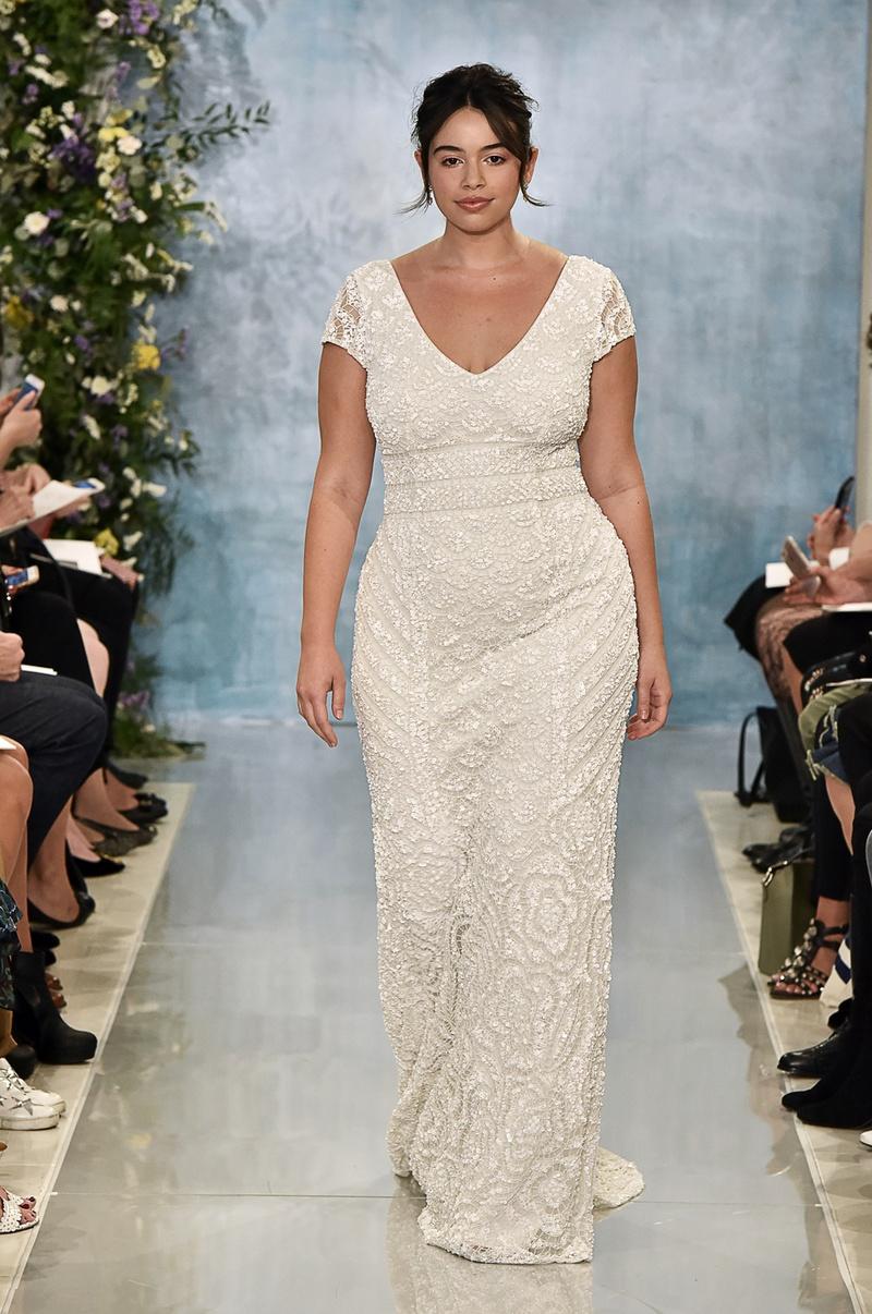 Свадебное платье для полных с коротким рукавом