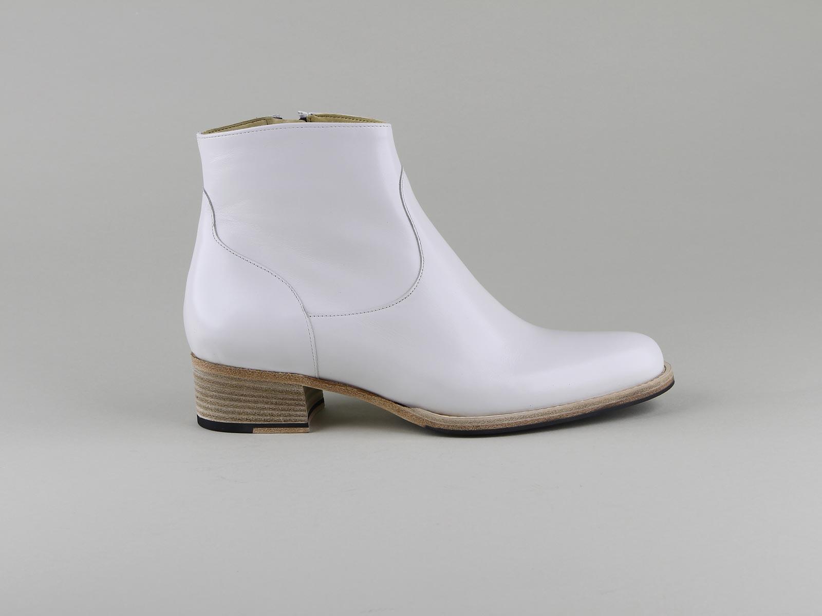 Белые ботинки ковбойские