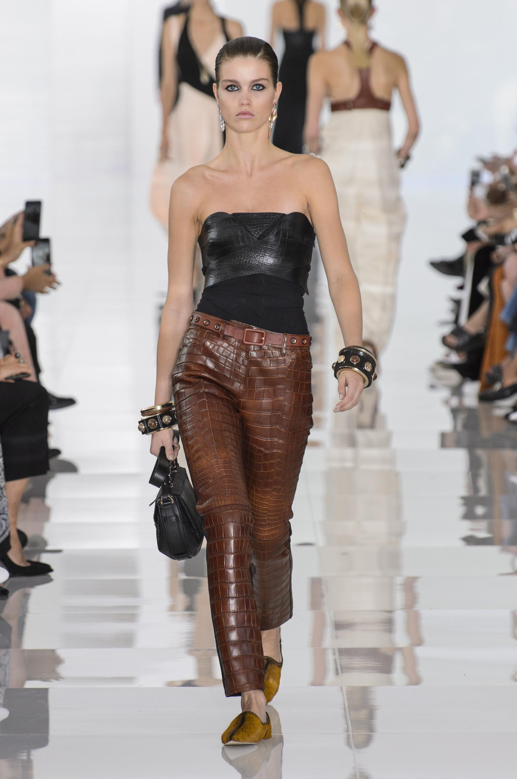 Roberto Cavalli весна лето 2018 кожаные брюки
