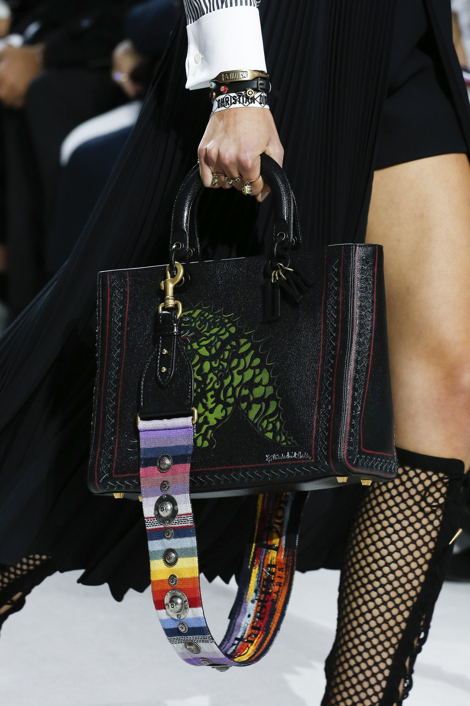 Christian Dior весна лето 2018 кожаная сумка