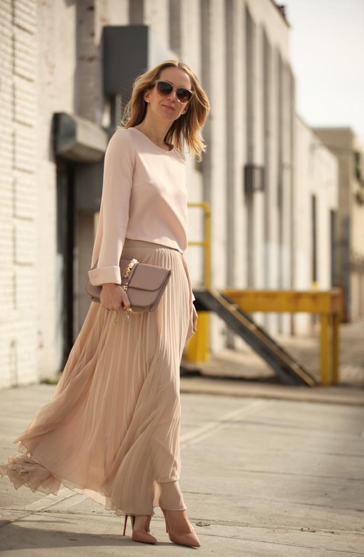 Бежевая юбка красивая