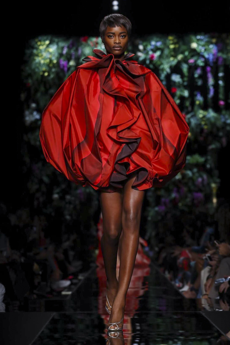 Moschino весна лето 2018 красное платье